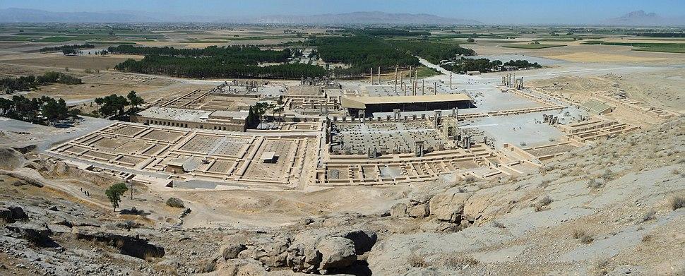 תצלום פנורמי של עתיקות העיר פרספוליס בירת האימפריה הפרסית הקדומה (לצפייה הזיזו עם העכבר את סרגל הגלילה בתחתית התמונה)