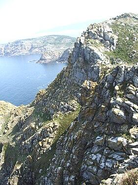 Pared rocosa de un acantilado en las Islas Cíes (Galicia).jpg