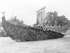 English: Image of a float in the 1922 Tourname...