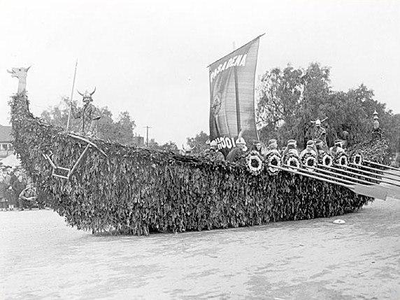 Pasadena Schools float in 1922 Rose Bowl Parade
