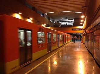 Metro Patriotismo - Image: Patriotismo station Mexico City