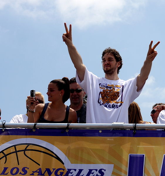 File:Pau Gasol celebrates.jpg
