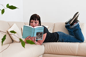 English: Girl Reading a Wikpedia-Book from Ped...