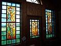 Pestkapelle Stiefenhofen, Nordseite mit 5-teiligem Glasbilderzyklus.JPG