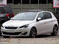 Peugeot 308 1.6 e-HDi Feline 2014 (14331238772).jpg