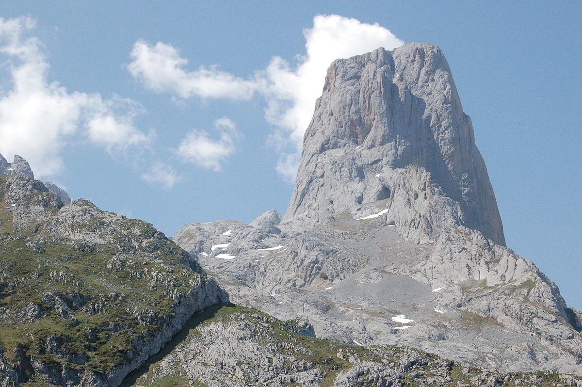 Pico Urriello Asturias.JPG