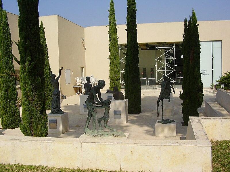 גן פסלים של קטה אפרים מרכוס בכפר שמריהו