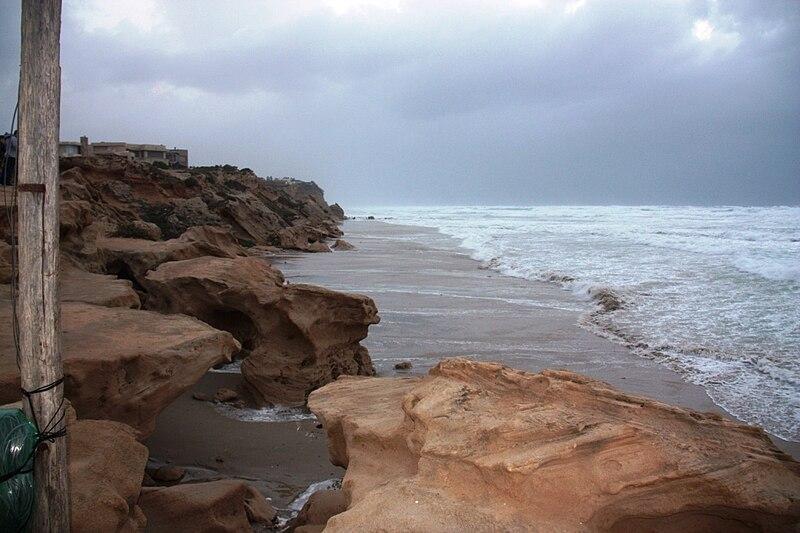 סופה בחוף בית ינאי