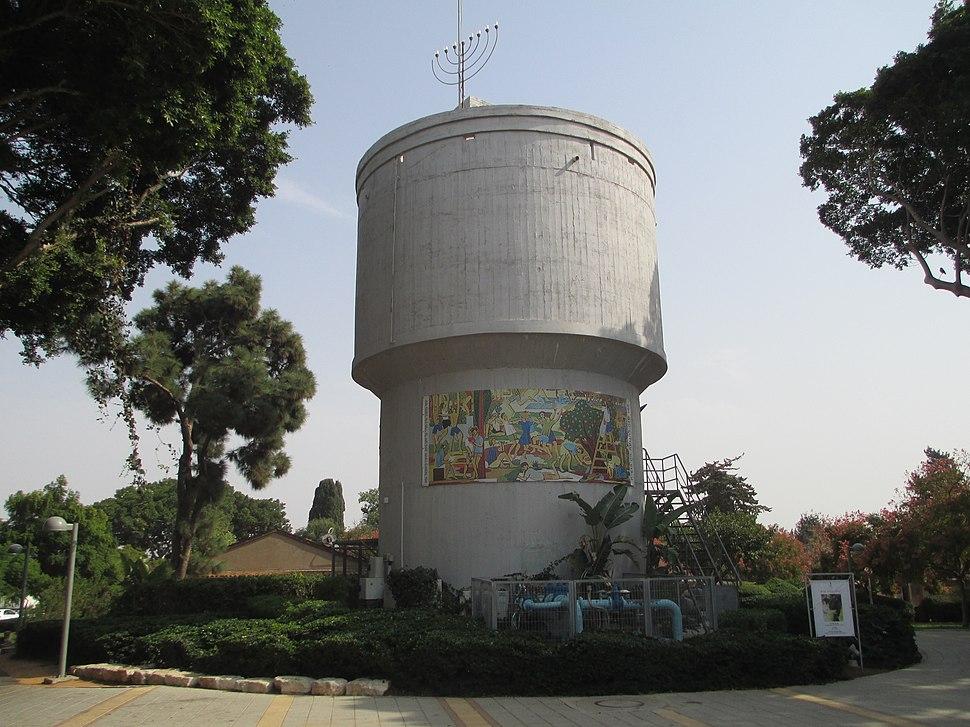 PikiWiki Israel 33586 Water Tower in Kibbutz Shefayim