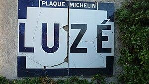 Luzé - An old Michelin name board, entering Luzé