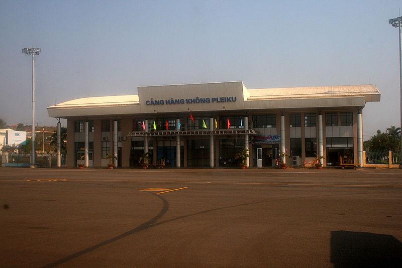 http://upload.wikimedia.org/wikipedia/commons/thumb/c/c0/Pleiku_Airport.jpg/800px-Pleiku_Airport.jpg