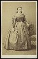 Plumier, Alphonse - carte de visite, Portret van een vrouw, staand.tif