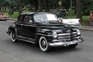 Plymouth De Luxe - Image: Plymouth Special De Luxe 1947 Falköping cruising 2010 7045
