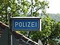 Polizeistation Hinweisschild.JPG