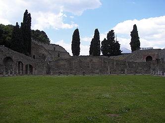Pompeii gladiator barracks 4.jpg