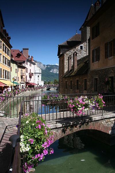 File:Pont sur le Thiou, Annecy - 01.JPG