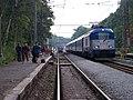 Praha-Klánovice, rekonstrukce zastávky, projíždějící rychlík.jpg