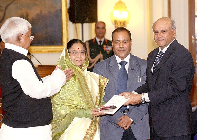 "File:Pratibha Devisingh Patil receiving a copy of book entitled ""Bankruptcy to Billions How the Indian Railways Transformed In Four Years"" by Shri Sudhir Kumar & Shri Shagun Mehrotra.jpg"