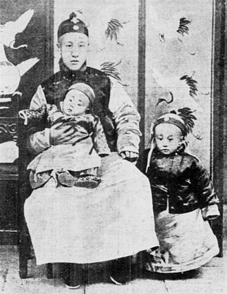 Puyi - A three-year-old Puyi (right), standing next to his father (Zaifeng, Prince Chun) and his younger brother Pujie