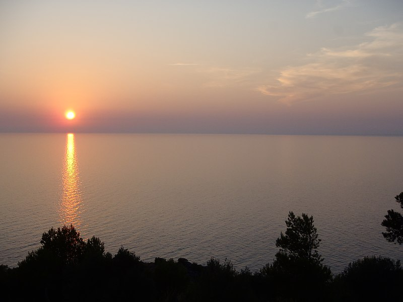 File:Puesta de Sol - Muleta (Sóller) - panoramio.jpg