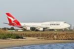 Qantas (VH-OEI) Boeing 747-438(ER) at Sydney Airport.jpg