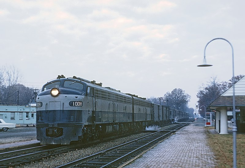 File:RF&P 1008 with Train 34, The Silver Coment, stopping at Ashland, VA on November 28, 1968 (25463661215).jpg