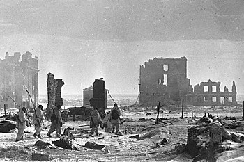 Soviet soldiers in the destroyed city center, February 2, 1943