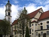 Ravensburg Weissenau Klosterkirche vom Innenhof.jpg