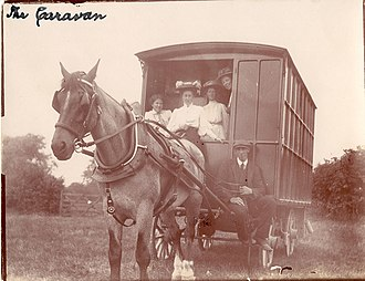 Ray Strachey - Ray Costelloe and others on the suffrage caravan tour from Scotland to Oxford in 1908