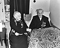 Redder Janus Kuiper 95 jaar met dochter van Dorus Rijkers, Doortje (Theodora) Ri, Bestanddeelnr 904-5653.jpg