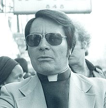 Rev. Jim Jones, 1977 (cropped)2.jpg