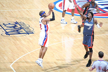 Wallace contesting Richard Hamilton's shot in January 2009. - Gerald Wallace