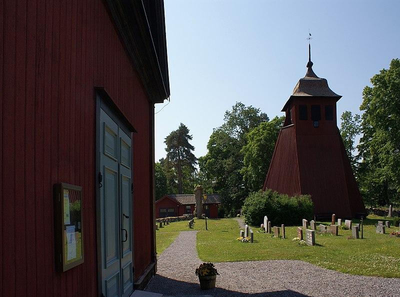 Roslags Kulla kyrka - Klockstapel 2.JPG