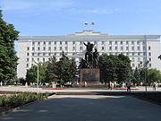 Το κτίριο διοίκησης της Περιοχής Ροστόφ (Rostov Oblast) και το μνημείο του Κόκκινου Στρατού