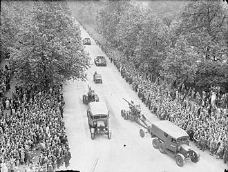 Scammell Pioneer - Pioneer artillery tractors in the London Victory Parade, June 1946
