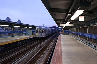 Market–Frankford Line - Image: SEPTA Girard Station Platform And Train