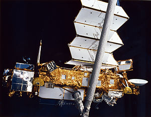 Space Shuttle Discovery - Upper Atmosphere Research Satellite (UARS) deployed