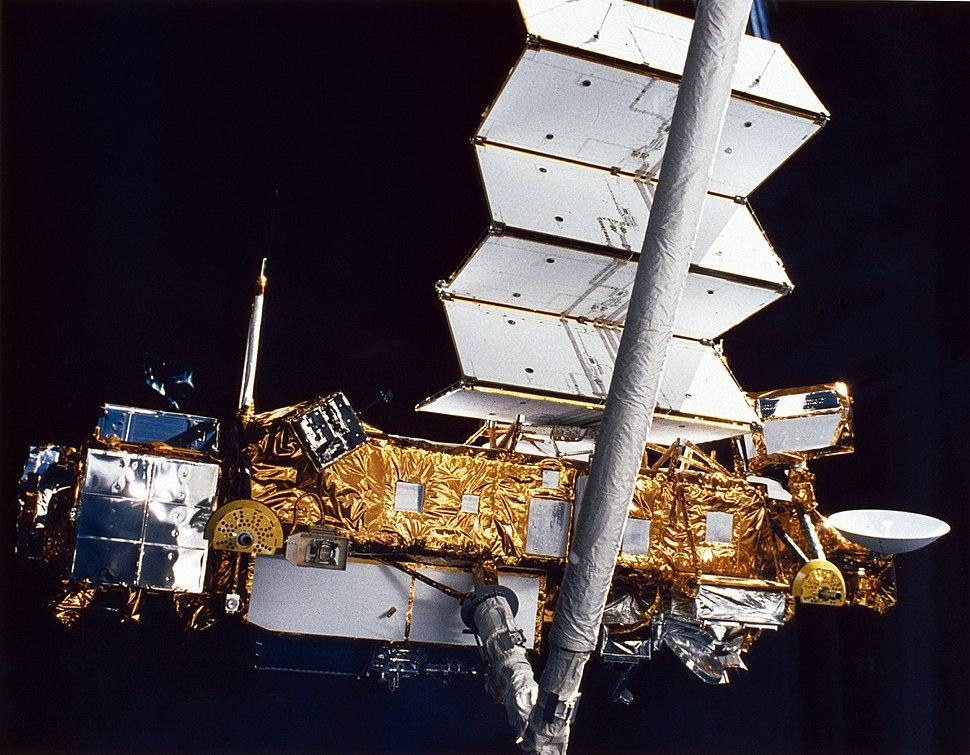 STS-48 UARS deployment