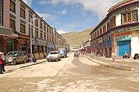 Saga (Shigatse Distrikt, Tibet) Geschäftsstrasse Dieter Schuh.JPG