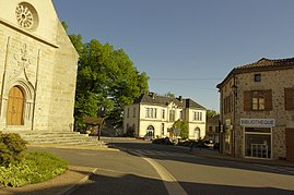The centre of the village with the church, the town hall and the library
