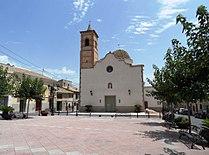 Salinas. Iglesia de San Antonio Abad y plaza España.JPG