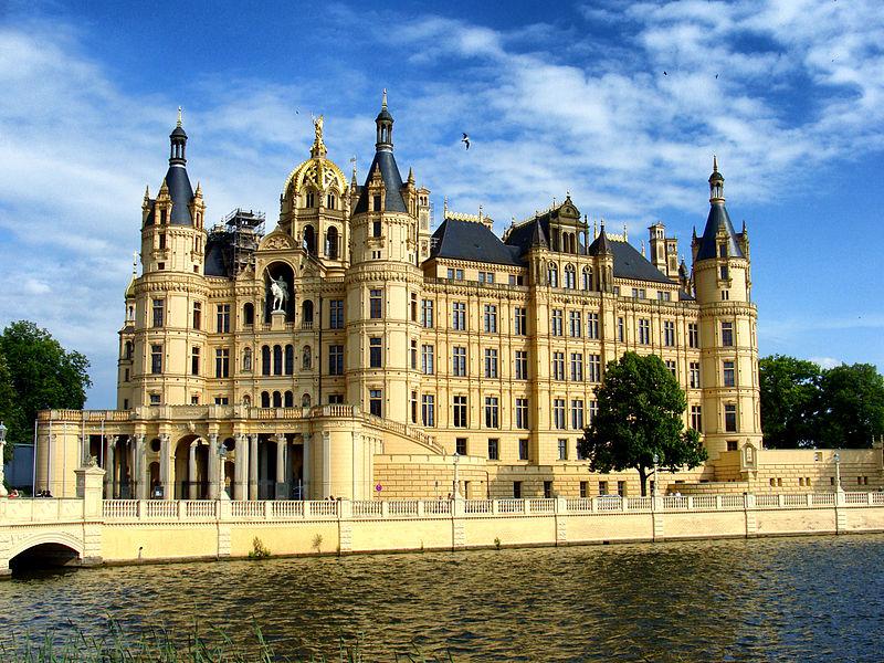 File:Schweriner Schloss Schwerin.jpg