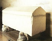 Sepulcro del rey Enrique I de Castilla. Monasterio de las Huelgas de Burgos (España).jpg