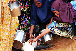 Dadaab - Women distributing water at the base.