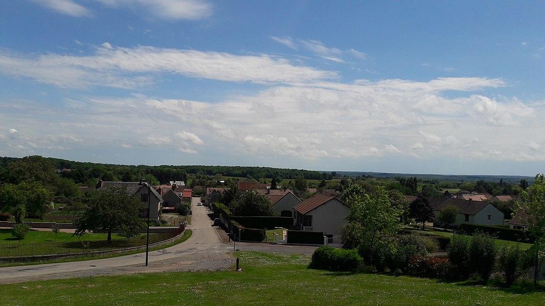 Vue du village de Sougy-sur-Loire depuis la route de l'Hautjeandiot