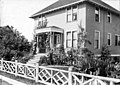Soule residence porch and garden, 1353 32nd Ave S, Seattle, 1899-1900 (SEATTLE 3205).jpg