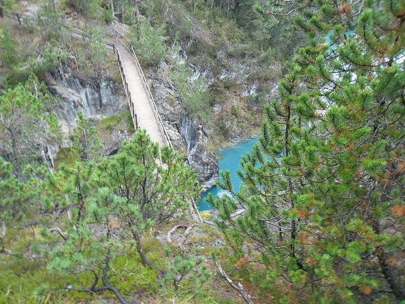File:Spöl zwischen Vallun Chafuol und Plan Praspöl 4129.jpg