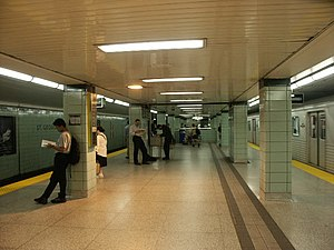 St. George station - Yonge–University subway line platform