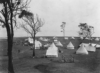 Wellington Point, Queensland - Tents on the foreshore at Wellington Point, around 1911