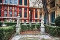 Statue nel giardino di Palazzo Bianco.jpg
